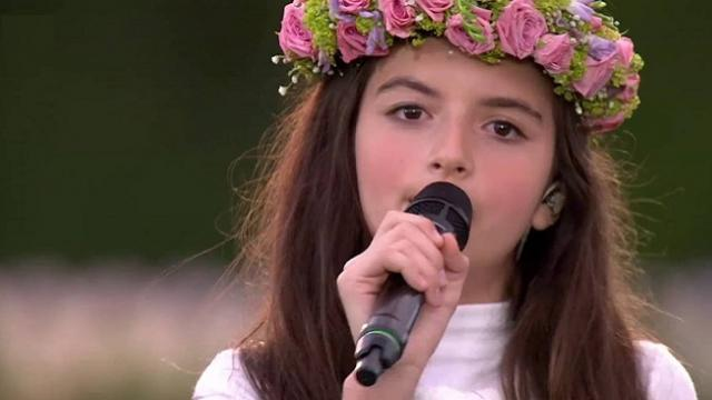 Esta niña de 12 años, canta de forma sublime Cant Help Falling In Love With You de Elvis Presley