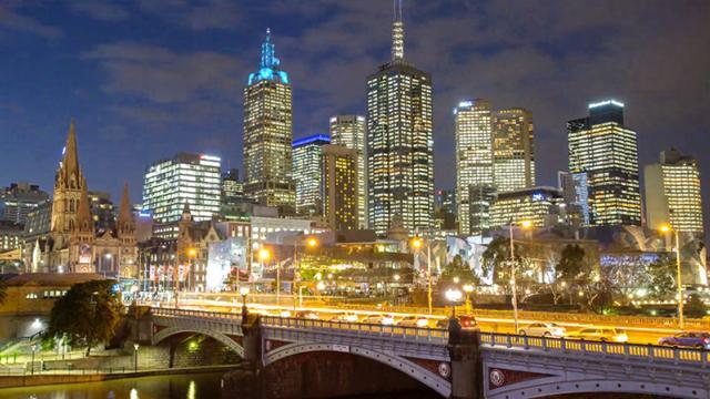 Student Spends 100+ Hours Photographing Melbourne, Takes