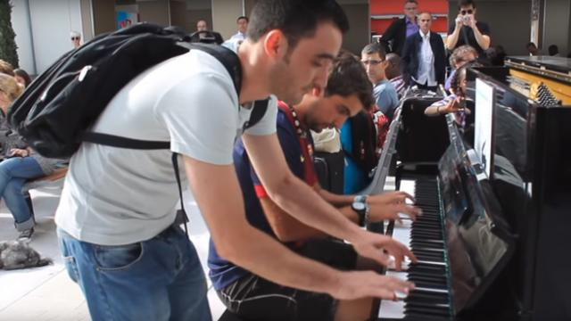 Strangers Perform A Magical Impromptu Duet In Paris