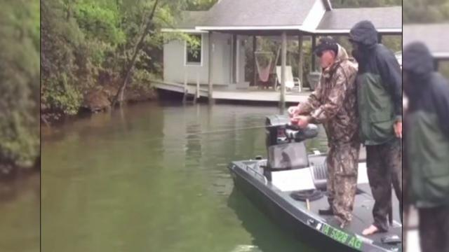 29 Awesome Clips of People FishingBut When You See What Happens Youll Burst Out Laughing