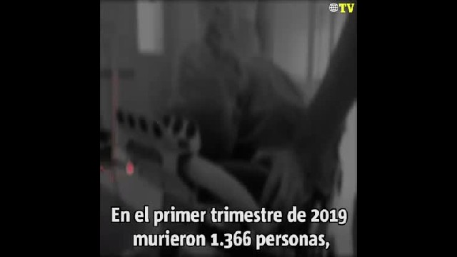 NOTICIAS (VIDEO) Transeúntes son aplastados por enorme cerca
