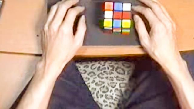 World's Fastest Speed Solving Rubik's Cube!