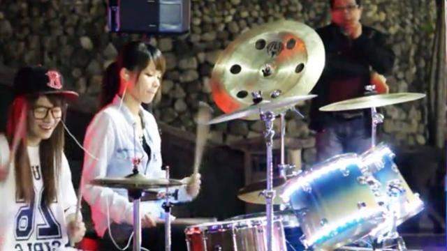 Two beautiful drummers melt passers-by with impressive performances